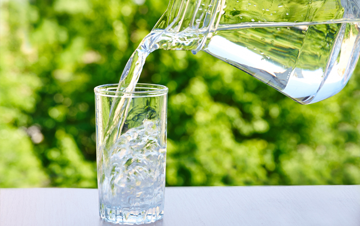 Nên uống nhiều nước trong chế độ ăn kiêng siêu detox