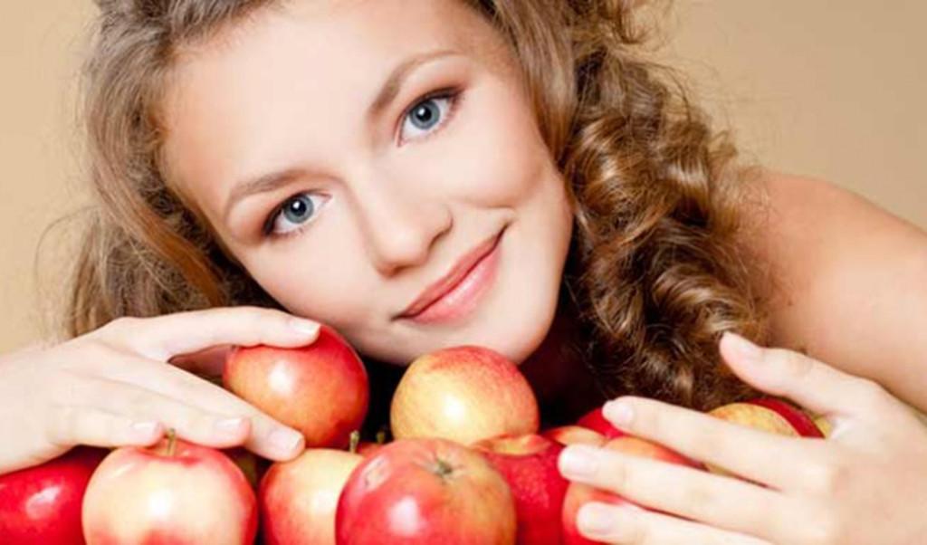 Cách làm trắng da tay với táo gây bất ngờ