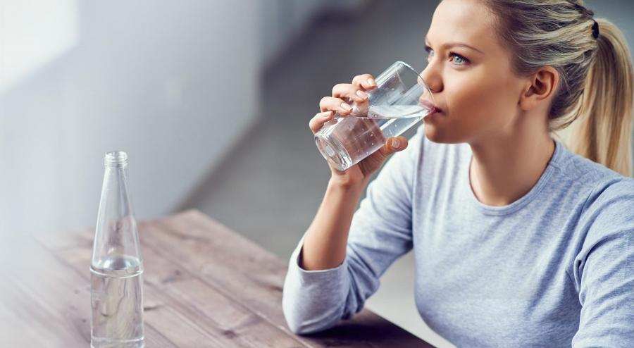 Dùng cốc nước lọc là 1 trong những thói quen sau khi ăn giúp bạn giảm cân nhanh chóng