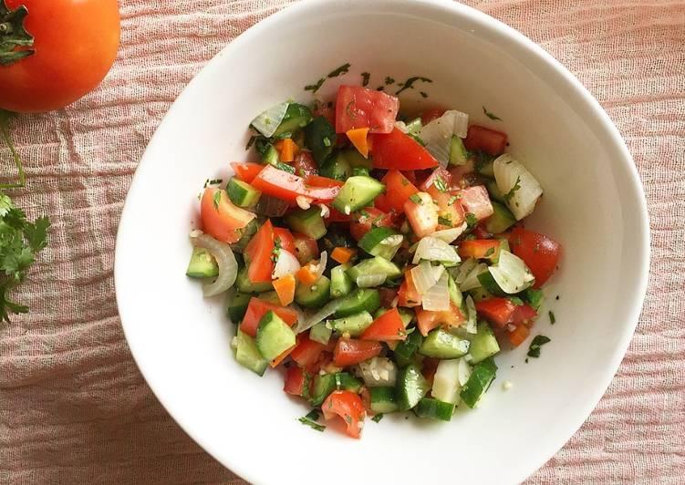 Món salad cà chua với rau thơm