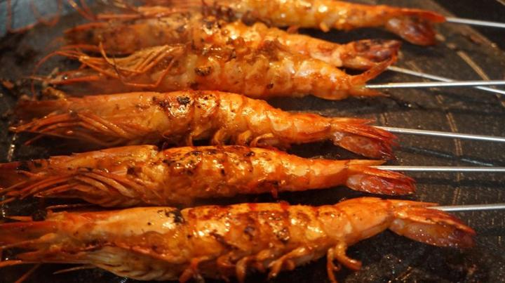 Những bước thực hiện tôm sú nướng muối ớt cực ngon