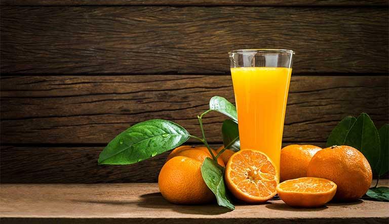 Nước cam cung cấp vitamin A và D tự nhiên cực tốt