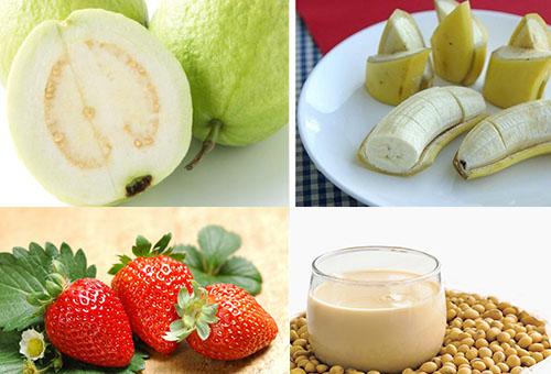 Sinh tố ổi, chuối chín, dâu tây và sữa đậu nành