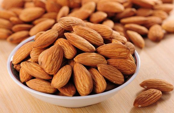 Quả hạnh nhân - thực phẩm cho nam giới giúp giảm lượng đường trong máu.